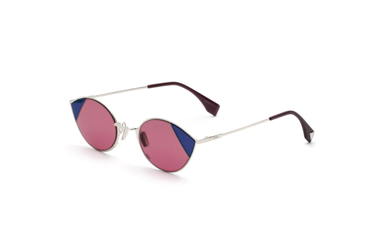 FENDI Wsung Fashion Show粉紅底藍邊墨鏡,15,660元。...