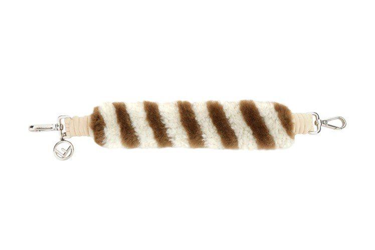 FENDI Mini Strap You 白底焦糖色斜紋羊毛背帶,28,700元...