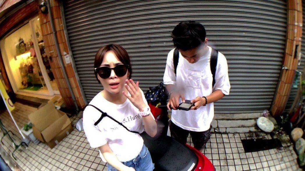 楊子儀和舒子晨在沒有攝影師的情況下,以自拍方式克難完成工作。圖/TVBS提供