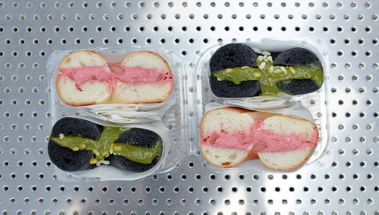 台中限定款厚醬貝果每日限量供應,甫推出即擁有高人氣。圖/記者沈佩臻攝影