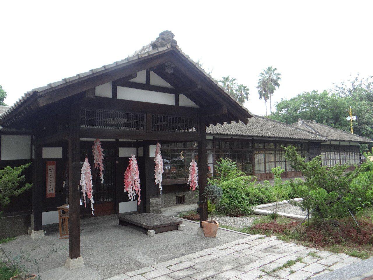 曾經是日本太子行館的涌翠閣風雅建築,更是婚紗熱門拍攝點,也是典雅的藝術館場。記者...