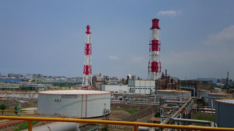中油高雄廠建於日治時代,更在台灣經濟起飛時期扮演重要角色,如今面臨轉型,兼顧經濟...