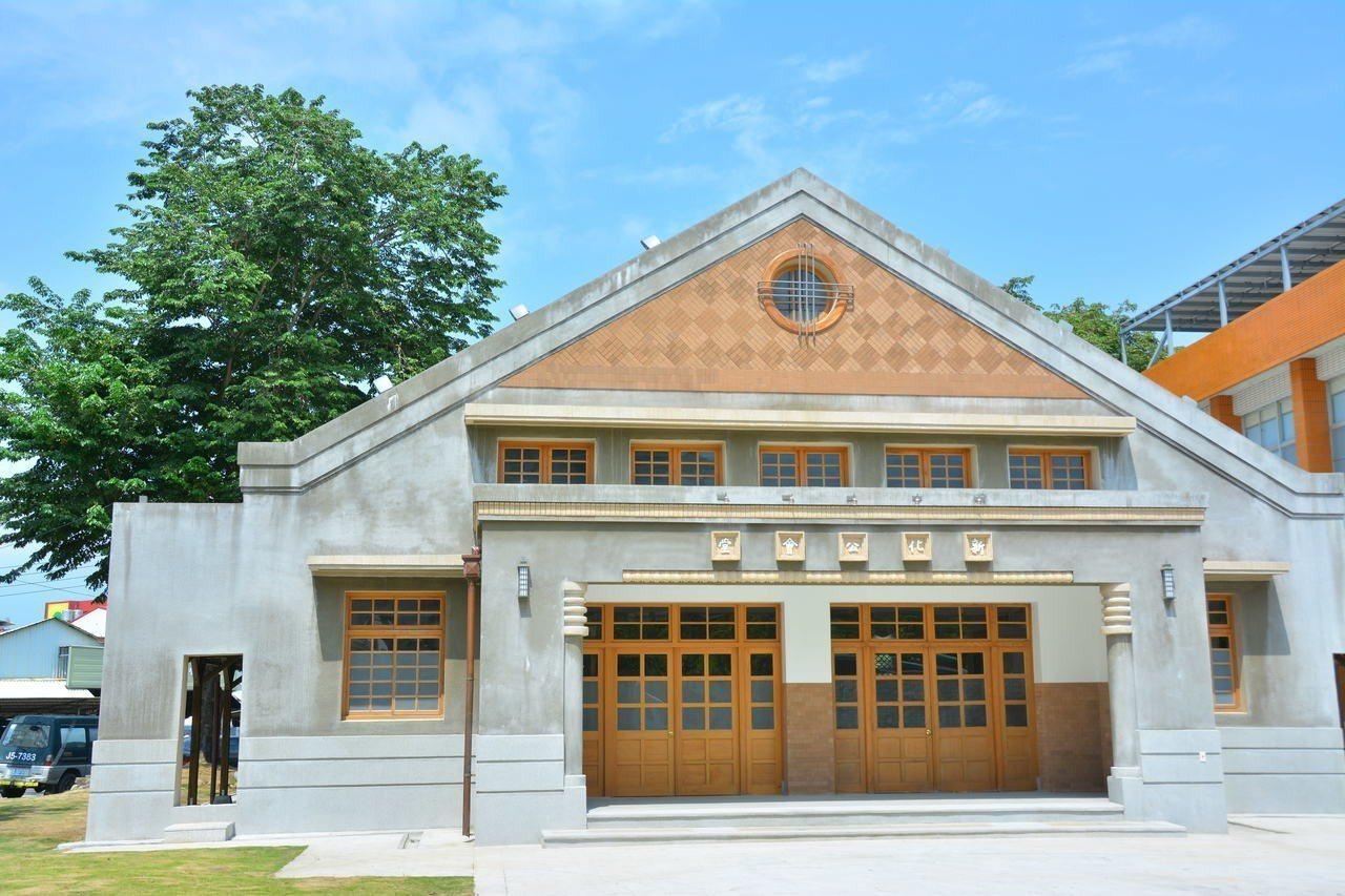 台南市新化公會堂將成為新化區青少年圖書館,因山竹颱風攪局,將延後到9月30日啟用...
