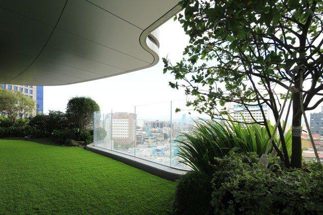 陶朱隱園光是環狀庭園設計就達50坪,相當於一戶住宅。圖/中工提供