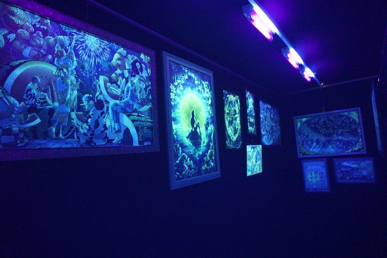拼圖總動員旗艦店內設置了夜光拼圖展示間。記者黃筱晴/攝影