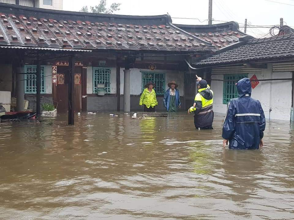 823水災淹水逾50公分受災戶,中央賑災基金會今天同意加發2萬元救助金,圖為嘉義...