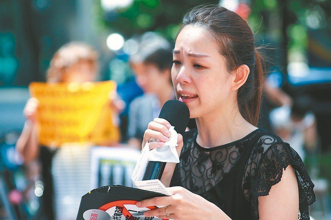 保母林沛羽的孩子未滿二歲,她說若再生一個就不能接托育兒,也領不到托育補助。 記者...