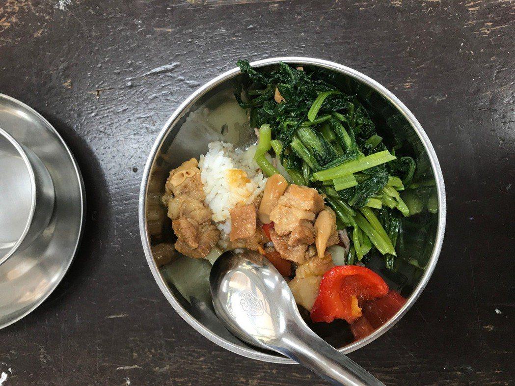 國教署正研擬「午餐自治條例」,透過中央立法保障國中小午餐的「營養」品質。圖/聯合...