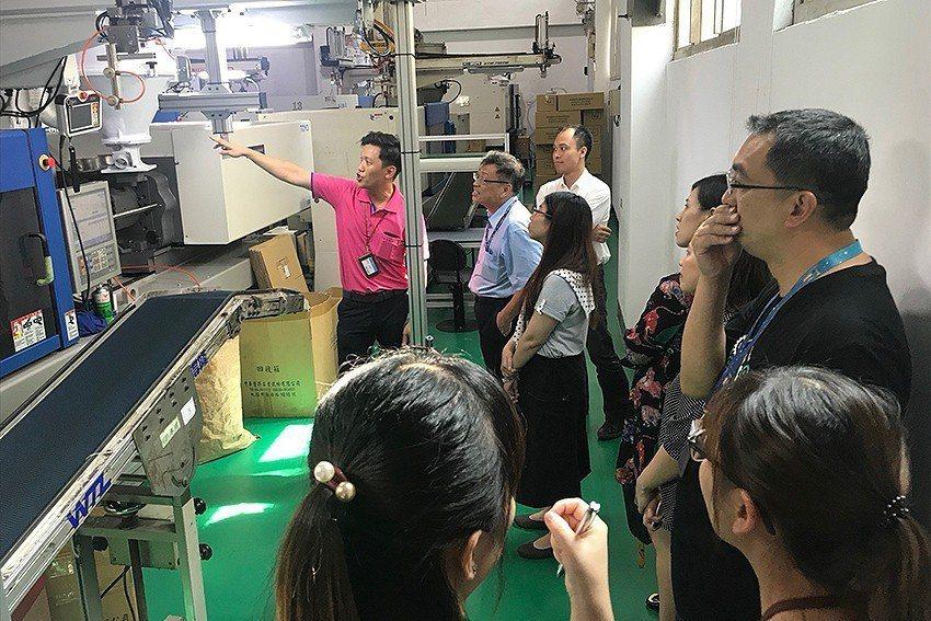 參觀日威協助轉型的工廠-中華塑膠。 桃園青創指揮部/提供