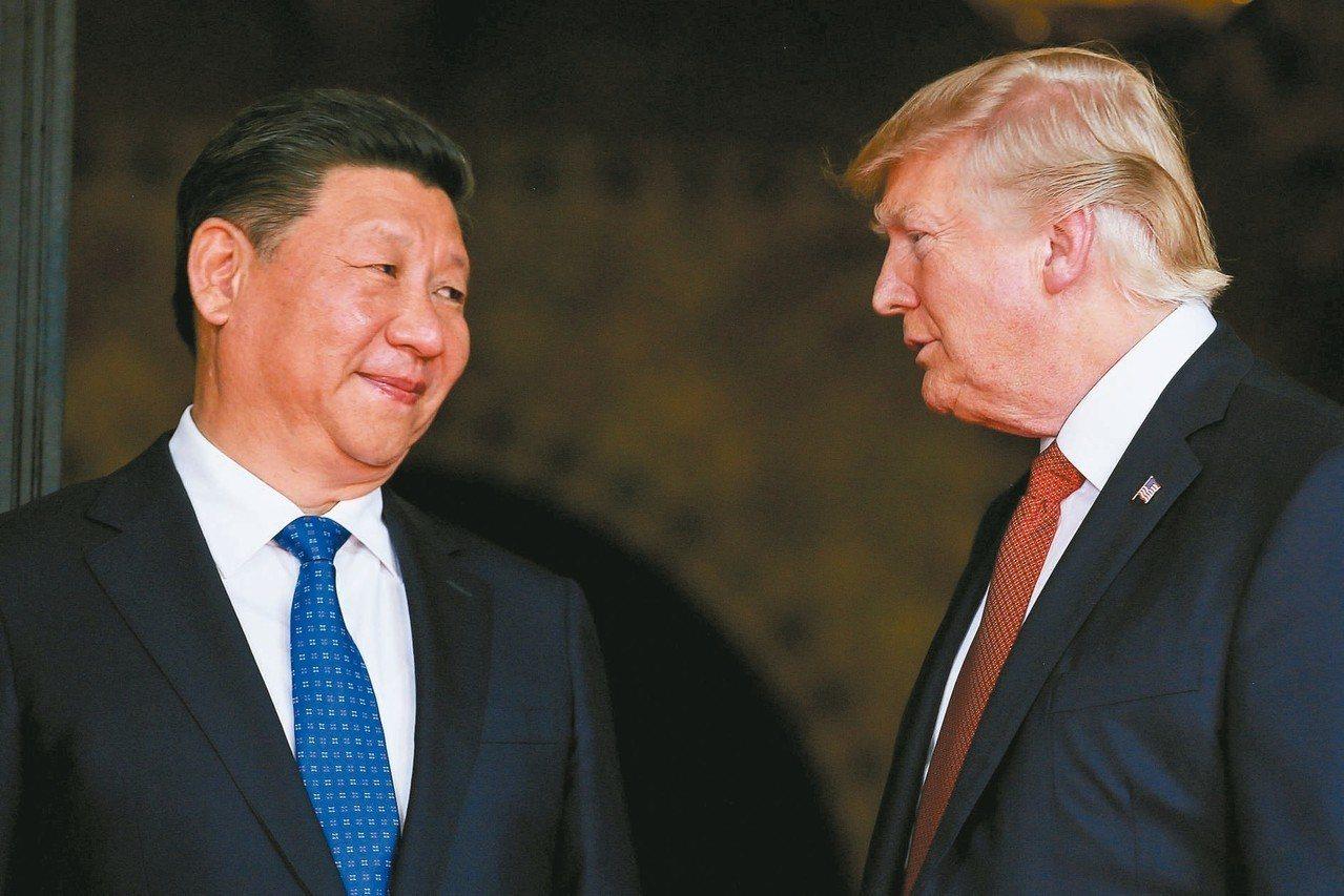 美國總統川普(右)與中國國家主席習近平(左)。 路透