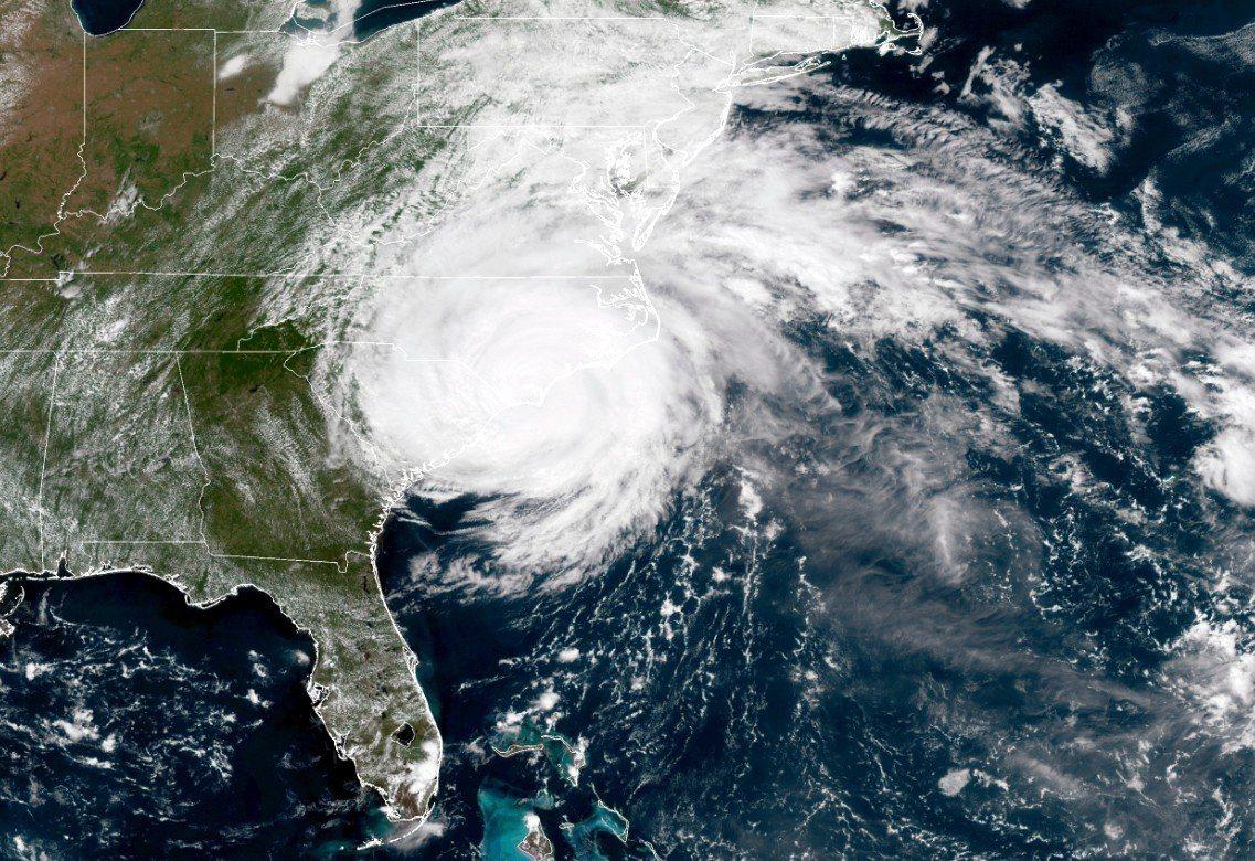 由美國國家海洋暨大氣總署(NOAA)提供的14日衛星圖顯示,佛羅倫斯颶風正籠罩美...