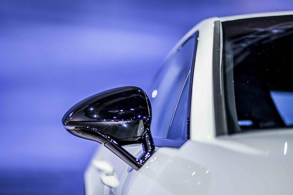 高亮澤黑色烤漆車外後視鏡。 圖/Porsche提供