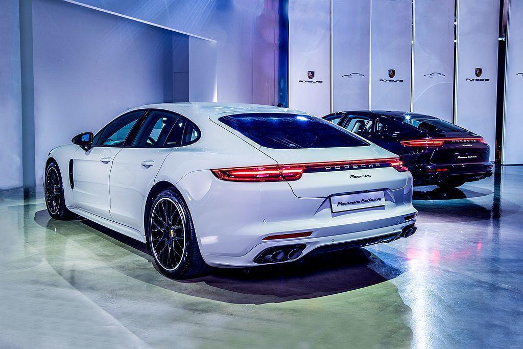保時捷Panamera Exclusive不僅外觀有獨特的車色,內裝也有別於現行款的鋪陳模式。 圖/Porsche提供