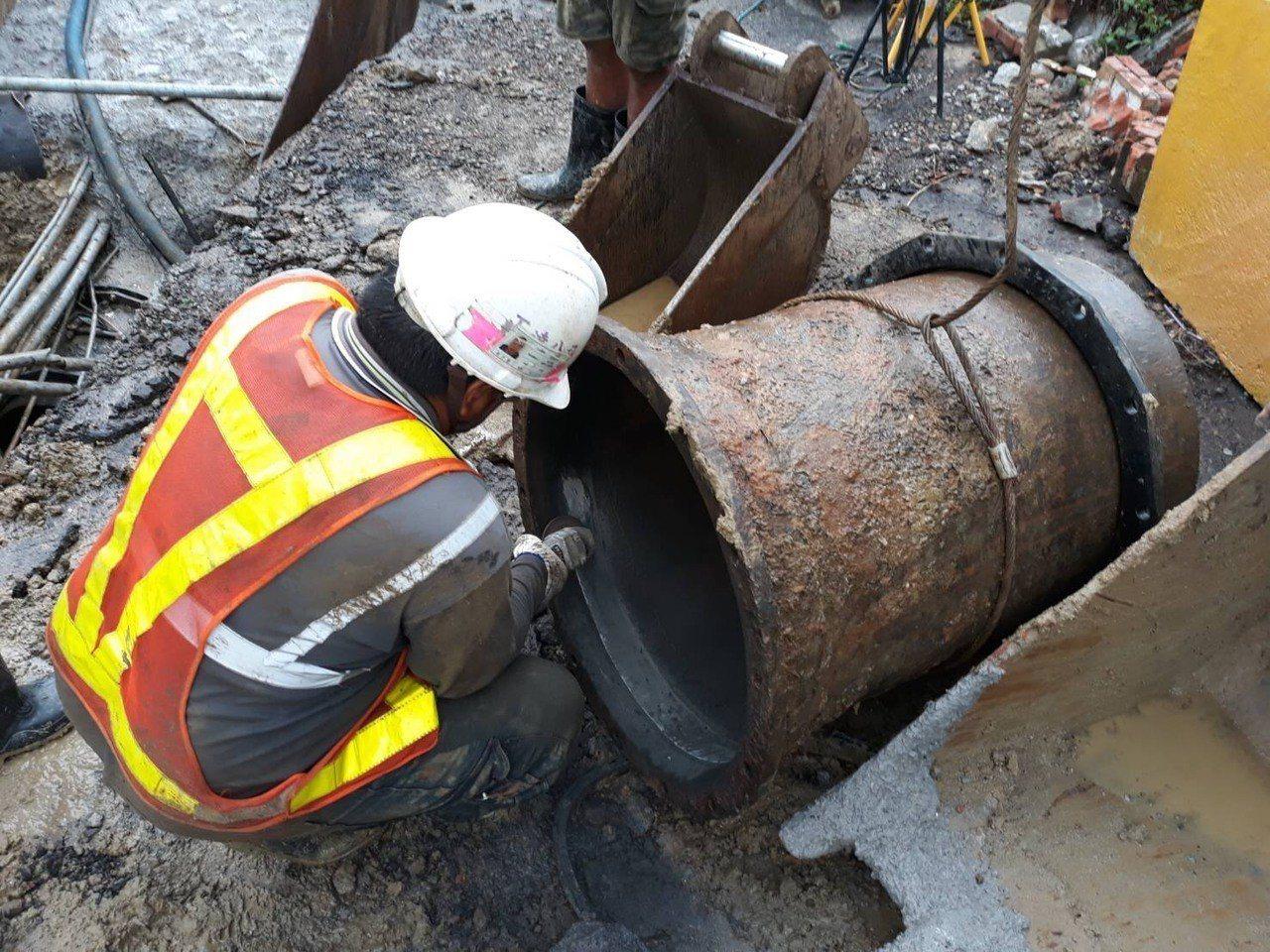 水公司今上午加緊搶修。圖/水公司提供