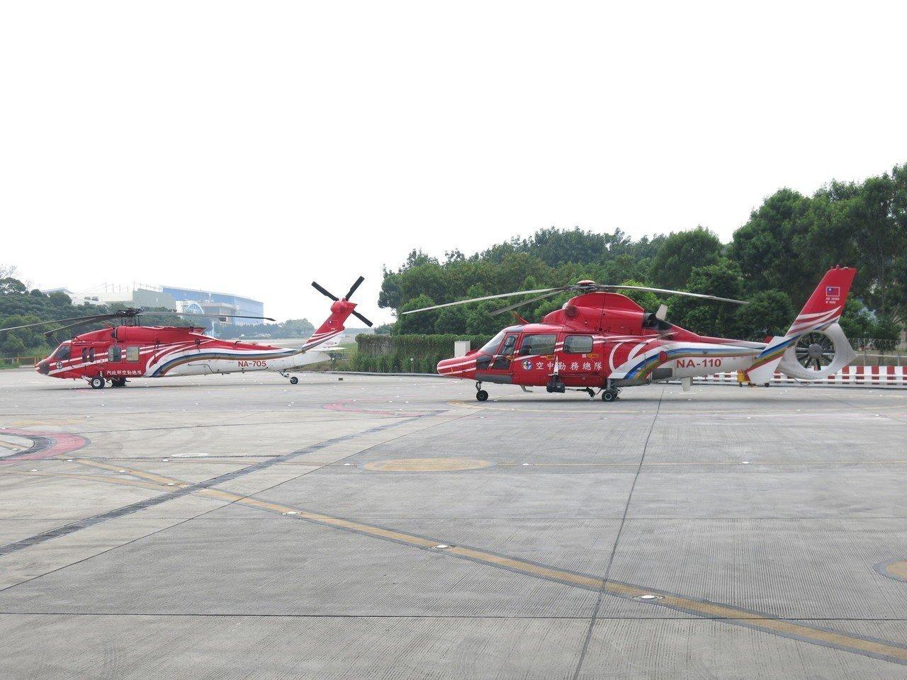 黑鷹直升機(左)、海鷗直升機目前是國內空勤救援的主力機種。記者黑中亮/攝影