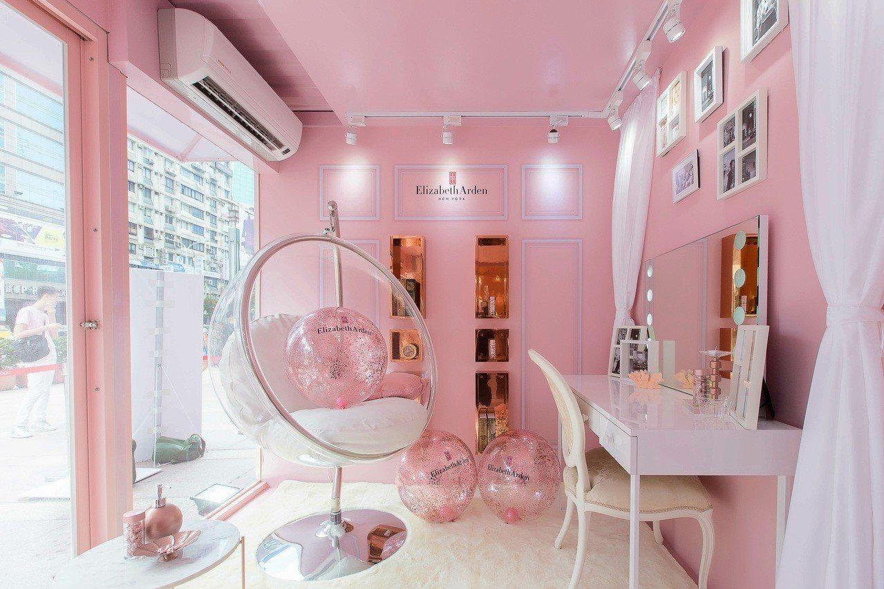 伊麗莎白雅頓這次也特別打造了一座,宛若來自紐約上城的「時尚粉金寢室」,同時引進了...