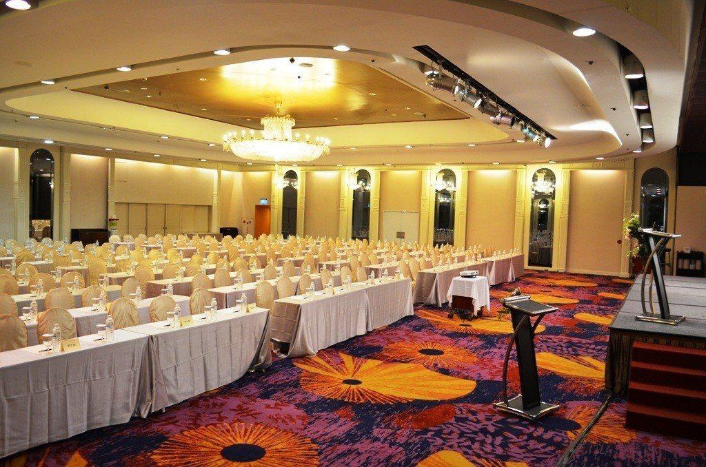 挑高4.7米的會議中心可同時容納500人,另提供獨立接待空間,適合企業舉辦教育訓...