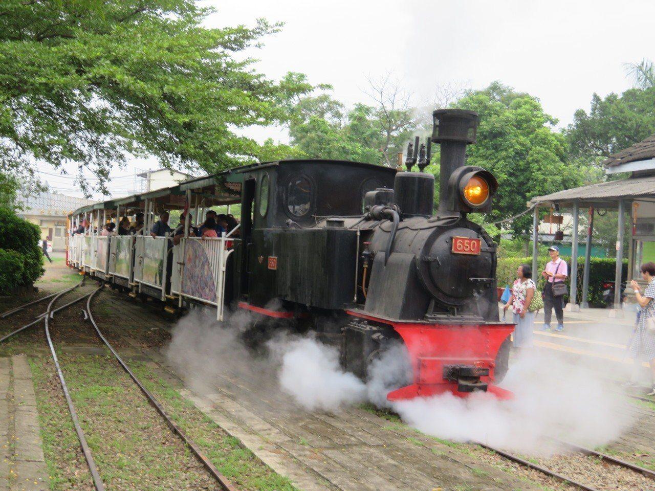 45年前在嘉義縣蒜頭糖廠服役,有「賓士級蒸氣火車」稱譽的89歲台糖五分車650號...