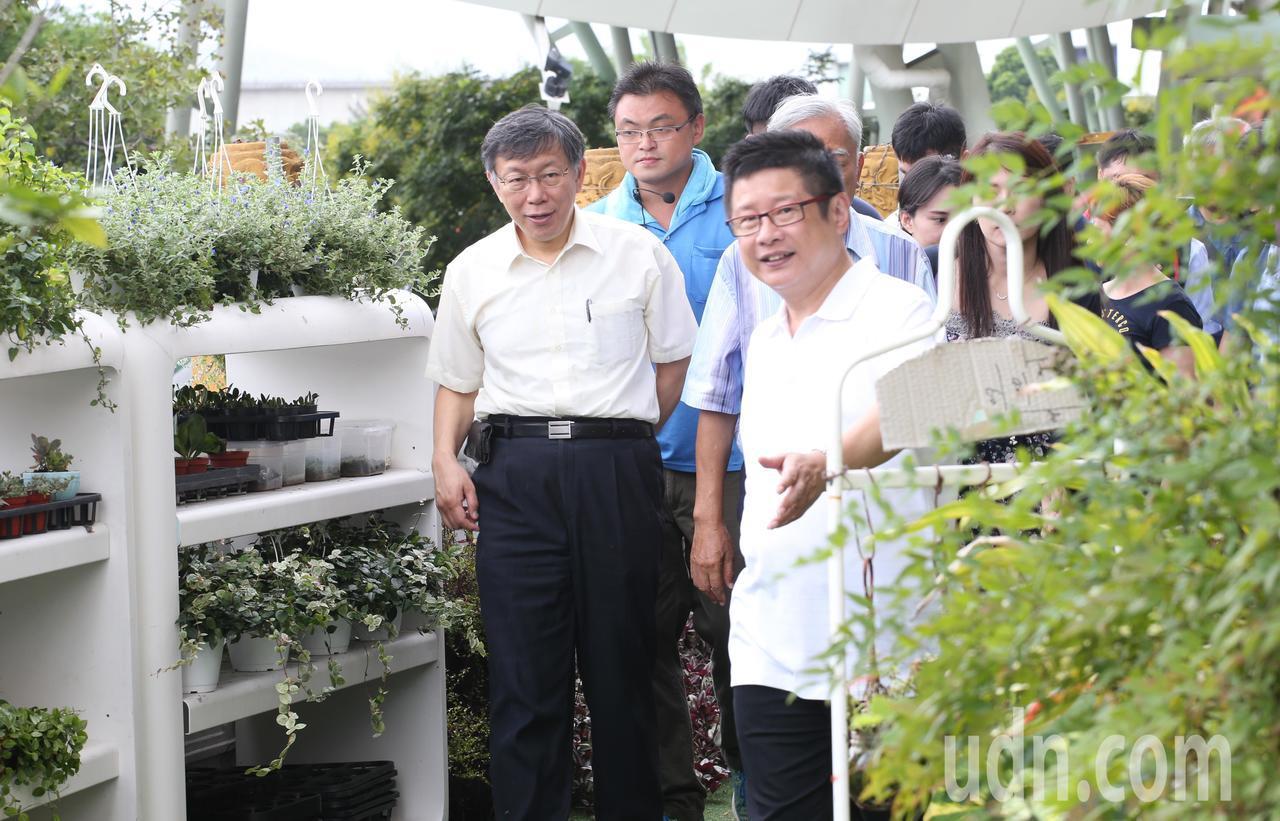 台北市長柯文哲(左)出席園圃生活節,提倡田園生活化。記者葉信菉/攝影