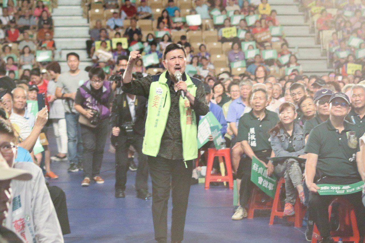 民進黨新北黨部主委余天今笑說,加入民進黨十幾年都「唱免錢」,他很習慣了。記者王敏...