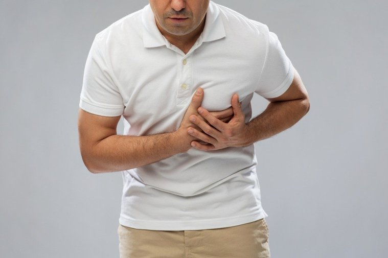 你也曾因為胸口悶痛、抽痛,而擔心自己是不是心臟病發嗎?示意圖/Ingimage