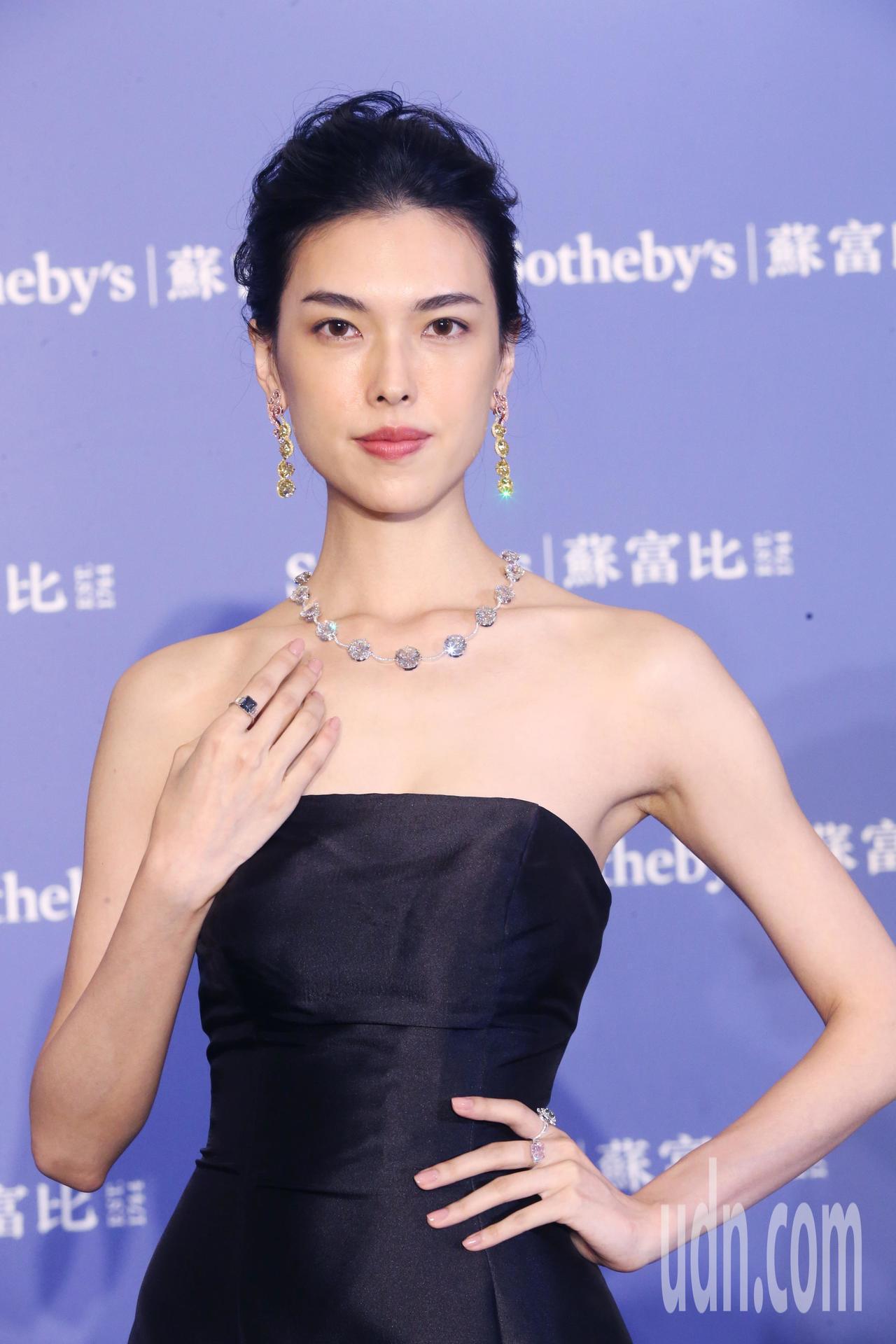 模特兒演繹重點珠寶及名錶精品。記者徐兆玄/攝影