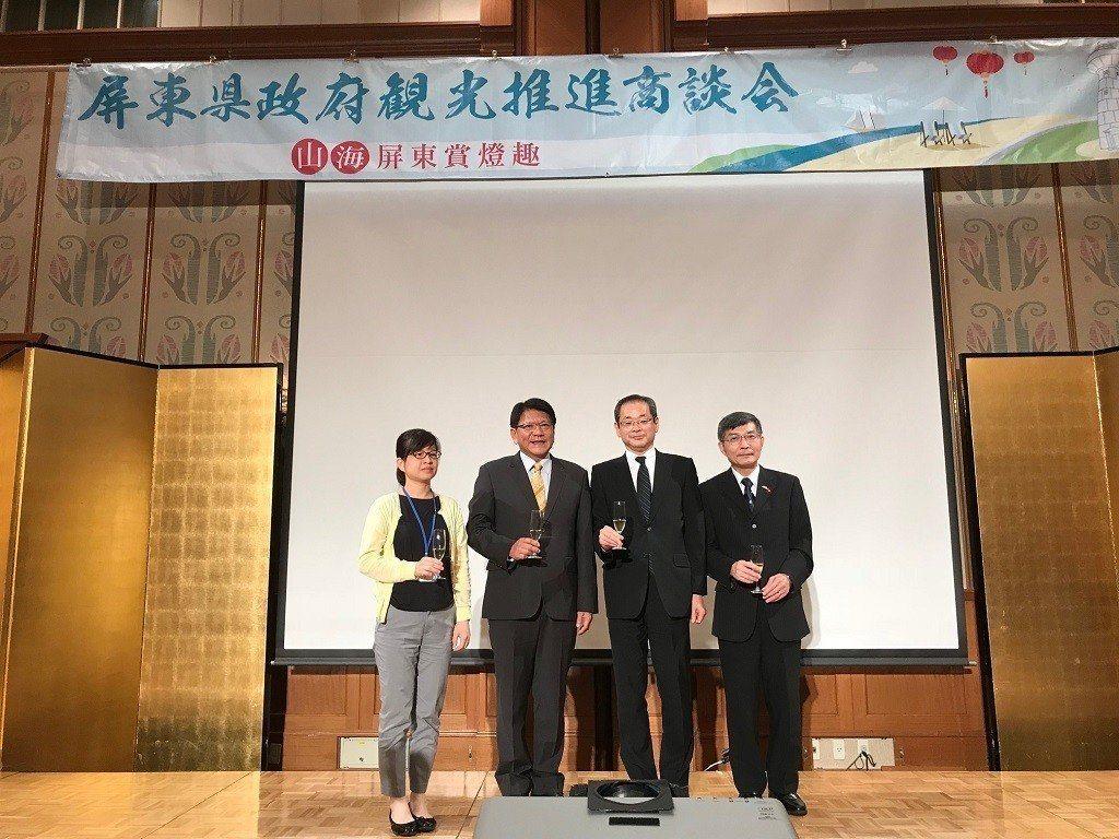 駐大阪辦事處長蘇啟誠(右)接待屏東縣長潘孟安(左二)一行人。圖/截自台日關係協會
