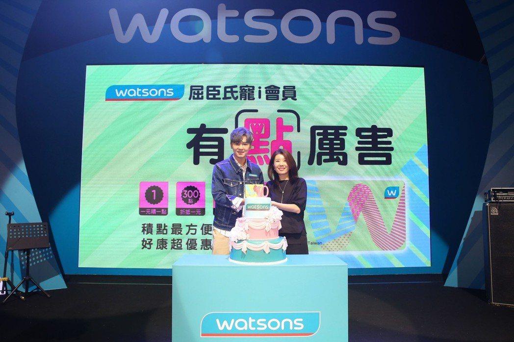 李國毅(左)與屈臣氏董事總經理弋順蘭一起出席音樂派對。圖/屈臣氏提供