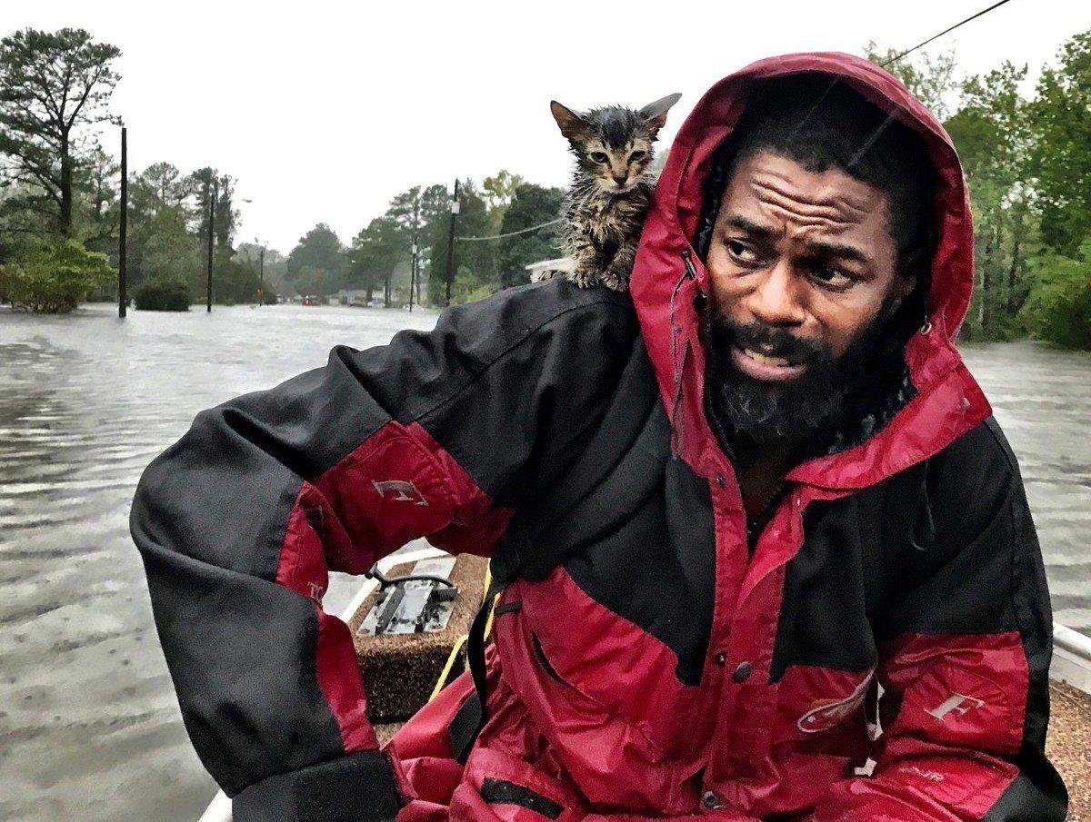 颶風「佛羅倫斯」14日登陸美國東岸,北卡羅來納州新伯恩居民西蒙斯(Robert ...