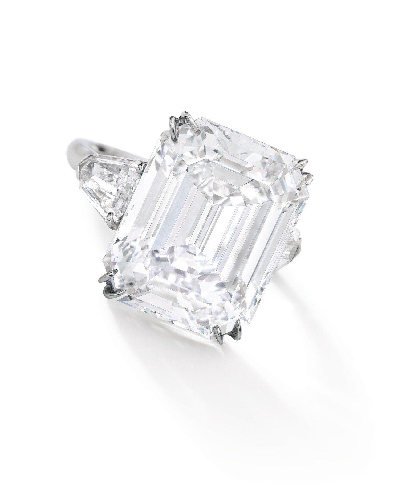 18.45 克拉方形 VVS2 淨度Type IIA鑽石戒指,估價約3,800萬...