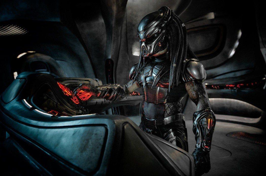 「終極戰士:掠奪者」將帶領觀眾再度一探史上最強大的外星怪物。圖/福斯提供