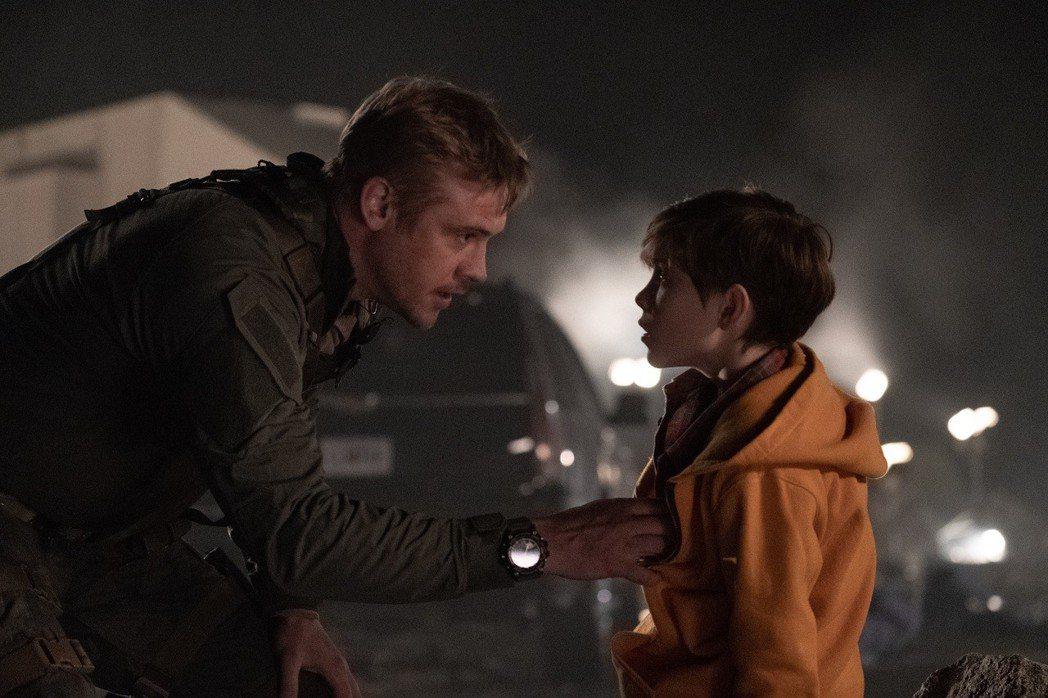「終極戰士:掠奪者」的父子情也相當深得人心。圖/福斯提供