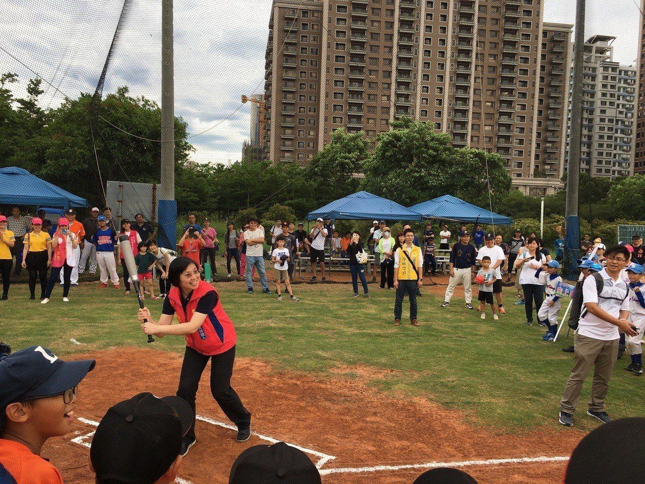大新竹贏家盃社區少棒錦標賽今天在竹北世興棒壘球場展開,比賽開幕特別邀請民國黨主席...