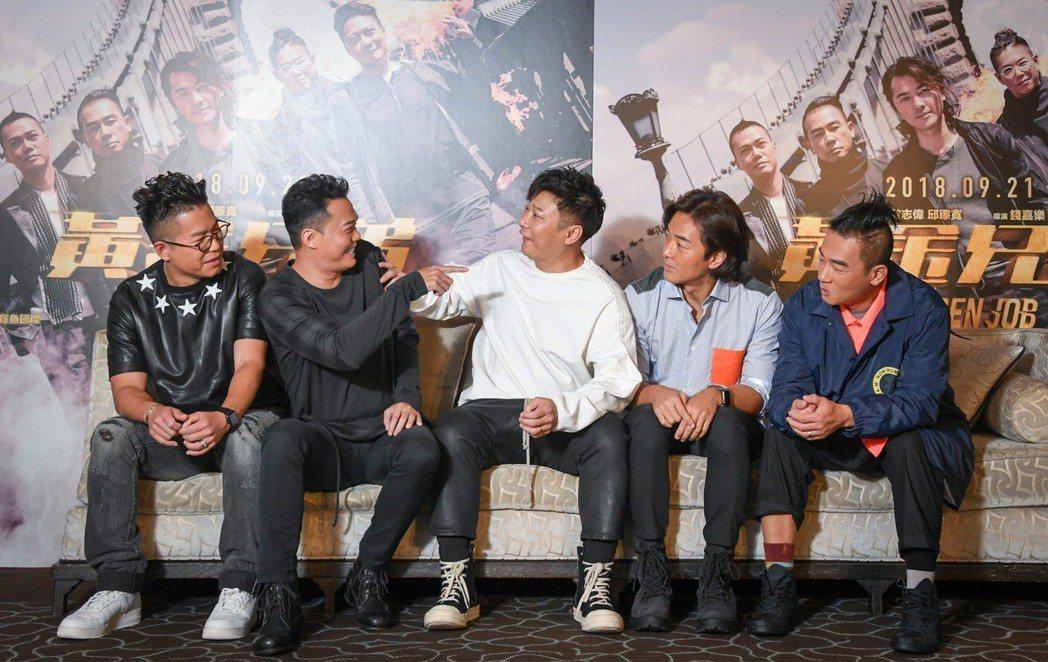 左起林曉峰、謝天華、錢嘉樂、鄭伊健、陳小春來台宣傳「黃金兄弟」。圖/牽猴子提供