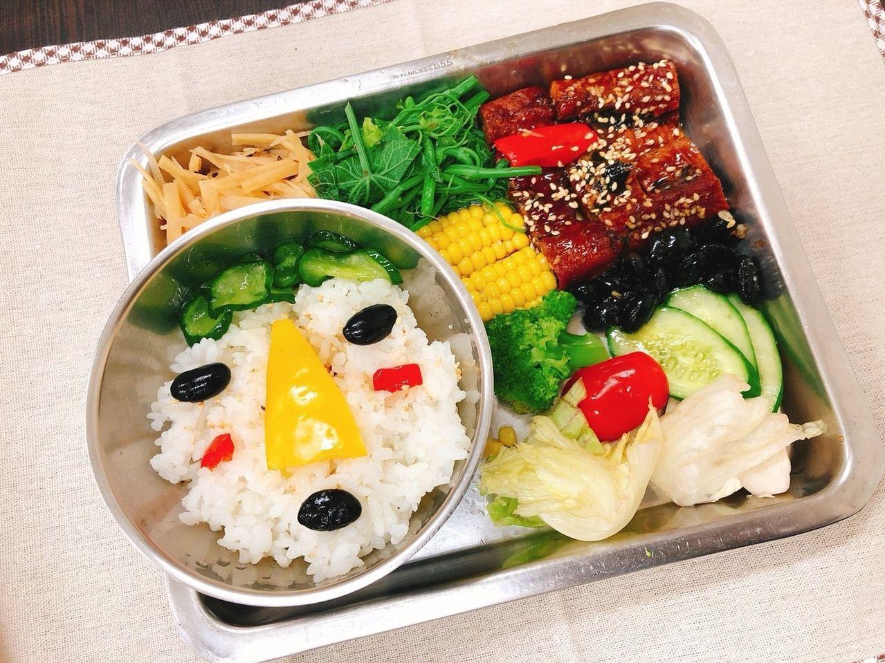配合輕旅行,梓官區漁會開發出可口的風味餐。記者王昭月/翻攝