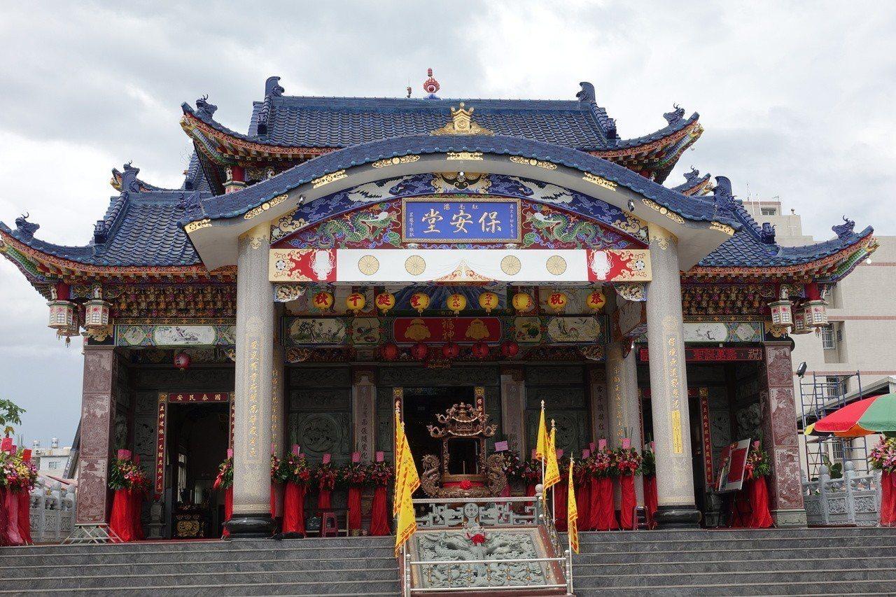 高雄市紅毛港保安堂是台灣專門奉祀日本軍艦及艦長的廟宇。記者劉星君/攝影