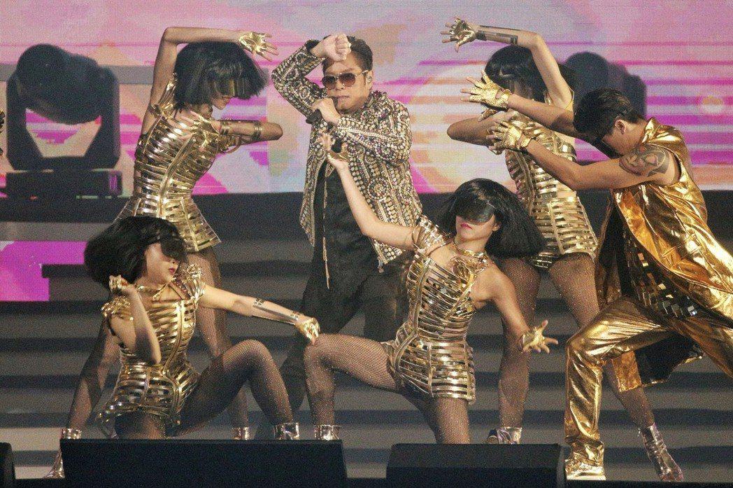 譚詠麟15日在台北小巨蛋開唱。記者林伯東/攝影