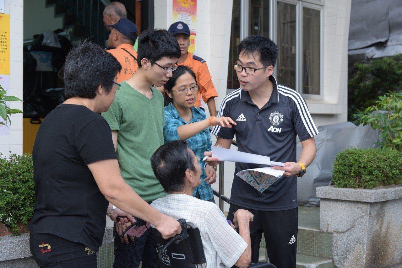 超強颱風「山竹」來襲,香港政府已率先在大澳、屯門及元朗等低窪地區疏散居民。 香港...