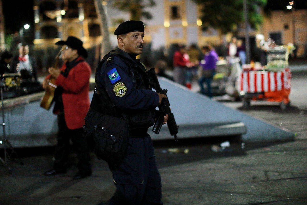 墨西哥市遊客廣場爆槍擊,傳3死7傷。 路透社