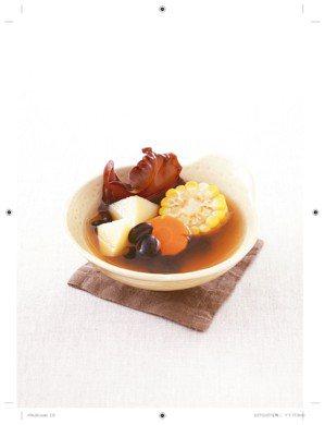 黑豆白背木耳紅蘿蔔玉米素湯 照片:平安文化/提供