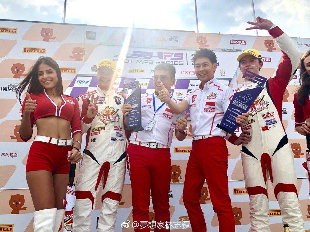 兒子Kimi生日這天,林志穎帶著車隊參加比賽獲得冠軍。 圖/擷自林志穎微博
