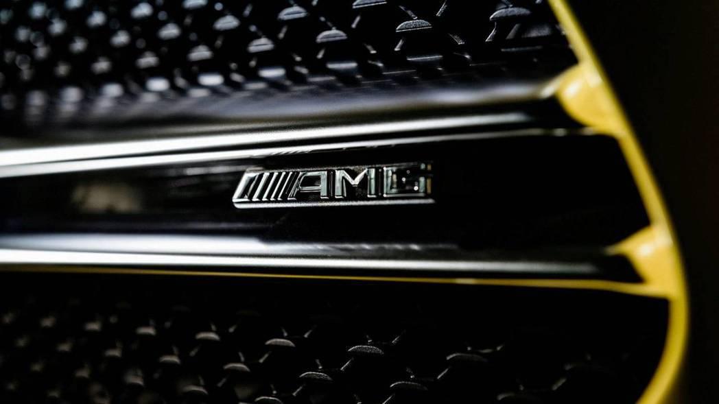 水箱罩裡明顯的AMG徽飾,是性能車型的象徵。 摘自Mercedes
