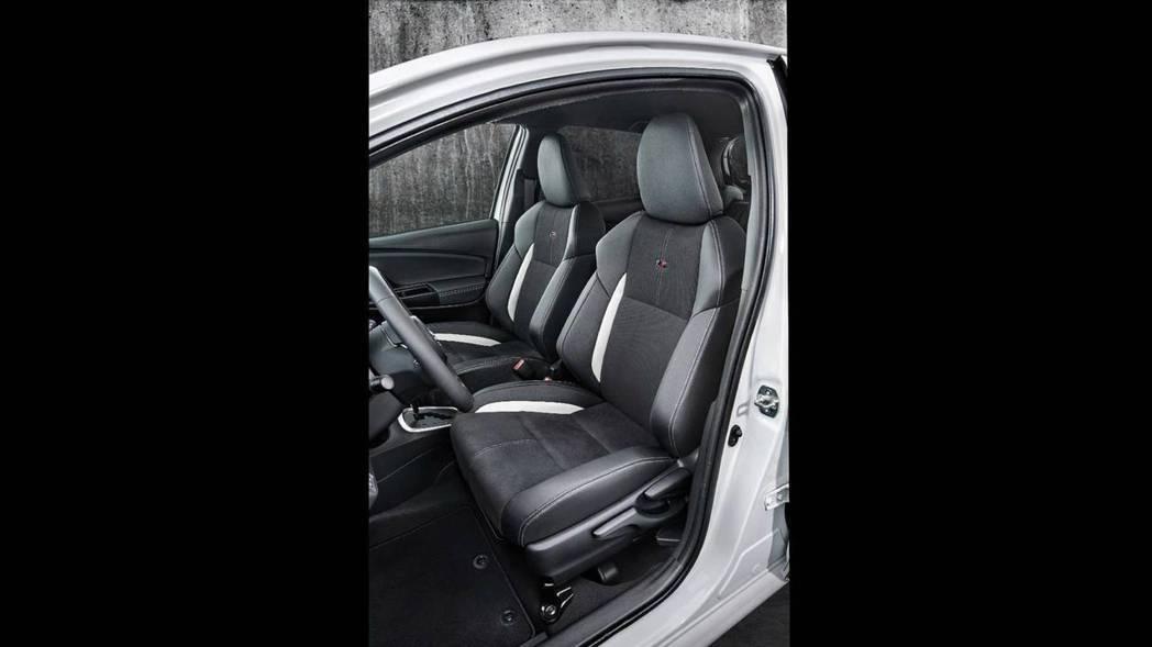 Yaris GR Sport內裝配被麂皮跑車座椅。 摘自Toyota