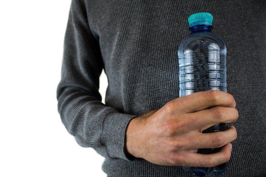 華盛頓州立大學的研究提醒,民眾請勿使用損壞的塑膠容器。 圖片來源/台灣醒報提供