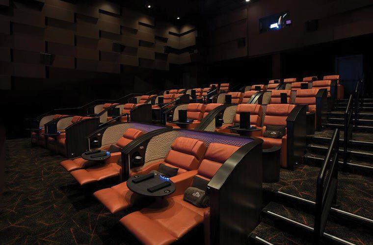 豪華電影院內有舒適的座椅。取自ipic官網