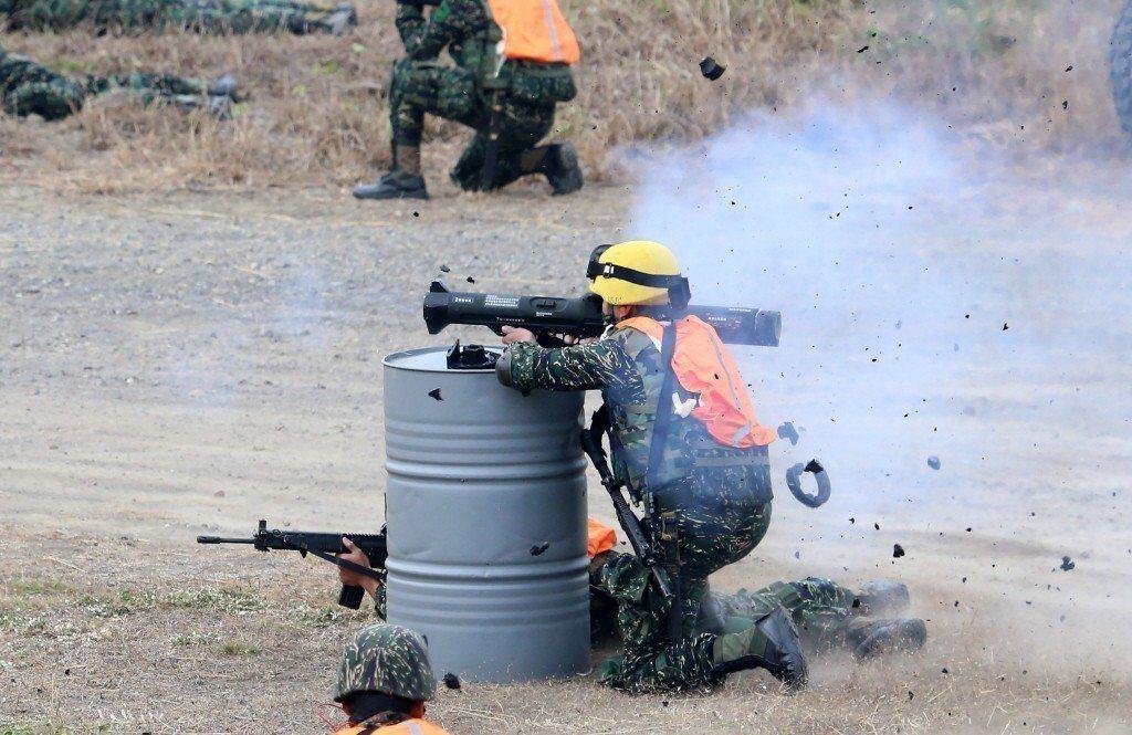 國軍海軍陸戰隊反突擊實兵演練,使用中科院研發的的紅隼反裝甲火箭。 聯合報系資料照...