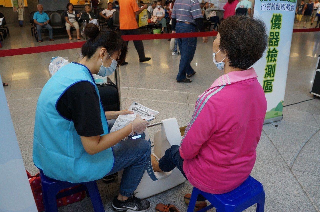 骨質密度檢測。圖/大林慈濟醫院提供