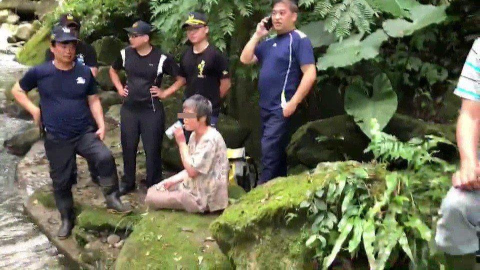 新竹市一對老夫妻苗栗山區失聯10天,今天上午被發現,婦人身體正常,老翁有骨折送醫...