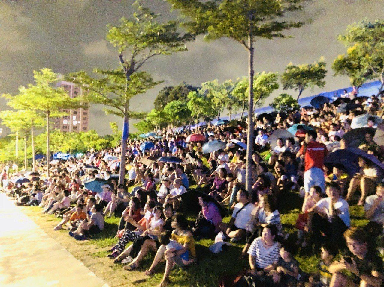 青塘園戶外演出免費進場,適合闔家席地而坐觀賞。圖/桃園市文化局提供