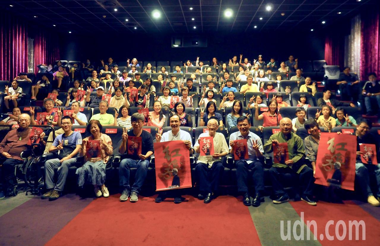 導演楊力州10年之作「紅盒子」,即將在10月19日上院線,新北市文化局今在板橋秀...